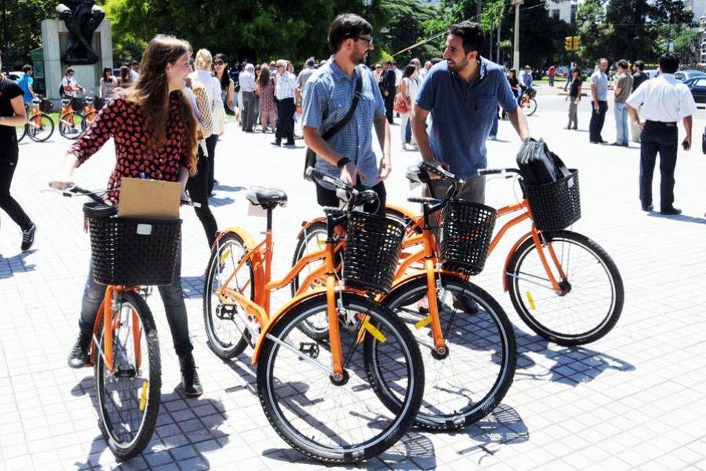 En Rosario, con errores y aciertos, las ciclovías han propiciado el uso cada vez más masivo de la bicicleta. Foto:Archivo.