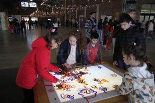 Cultura para igualar  - La Redonda, Arte y Vida Cotidiana, espacio que funciona desde hace casi una década, contiene una serie de dispositivos lúdicos dirigidos tanto a chicos como a grandes, que hallan allí una instancia para compartir. -