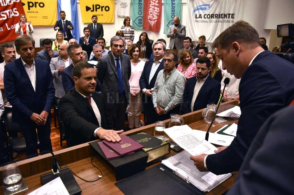Leandro González es el nuevo presidente, pero se abrió la grieta política  - Presente. El flamante presidente del Cuerpo, Leandro González, es un hombre de confianza del intendente electo Emilio Jatón. Fue él quien propuso su postulación. -
