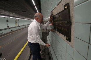 Retiraron una placa del Túnel Subfluvial colocada por el gobierno militar en 1969 - Remoción. La placa se encontraba en el interior del túnel a unos 200 metros del ingreso del lado paranaense, colocada en la pared de la mano que va a Santa Fe.