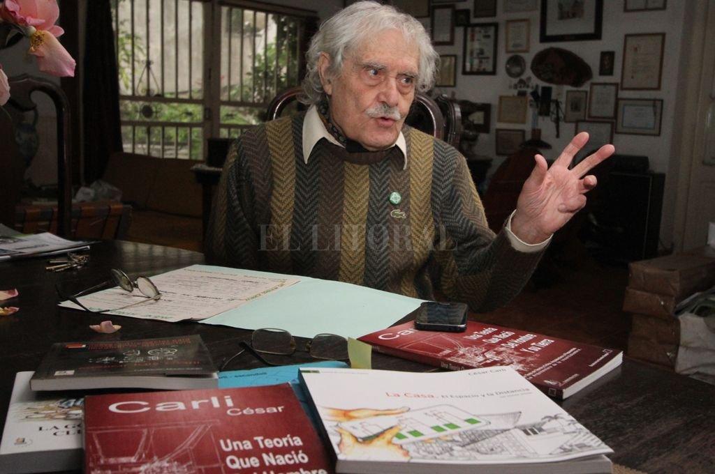 """Presente. En sus vastas obras arquitectónicas y académicas quedará para siempre el recuerdo del """"viejo"""" Carli, como le decían cariñosamente en las aulas de la Fadu. <strong>Foto:</strong> Pablo Aguirre / Archivo"""
