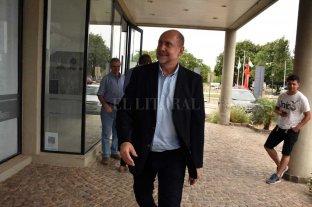 Perotti ya trabaja en el armado  de los equipos en los ministerios - Omar Perotti, a pocos pasos de llegar a la gobernación para los cuatro años de gestión para los cuales fue elegido por el voto ciudadano. -