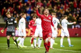 Bayer Leverkusen ganó con dos goles de Alario