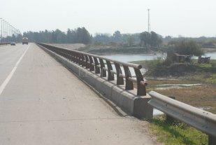 Hallaron a una mujer debajo del puente - Archivo