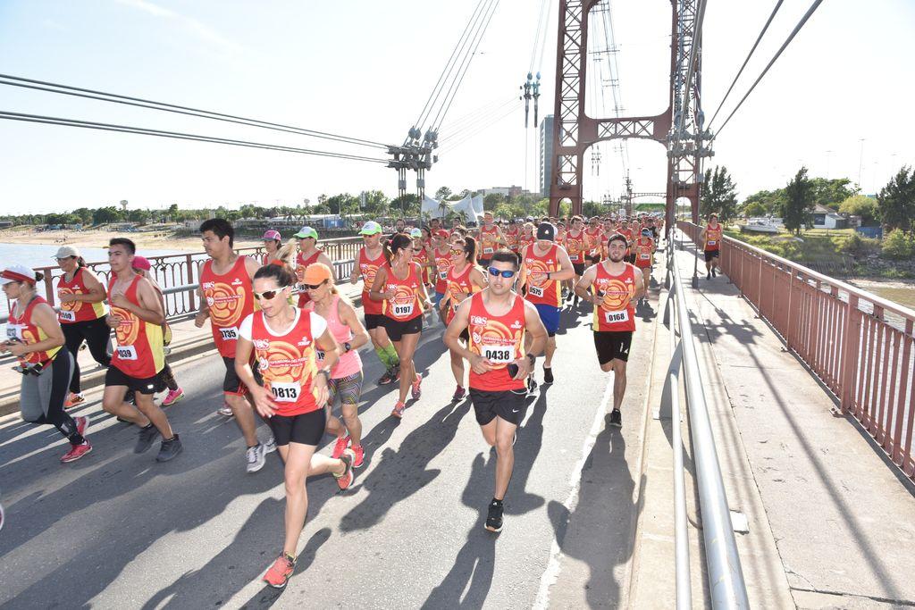 Un registro que demuestra la gran trascendencia y la cantidad de competidores que tuvo la maratón, todo un éxito en un domingo a puro trajín por las calles de la ciudad. Crédito: Gentileza Defensoría del Pueblo