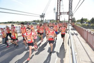 Cerca de 500 competidores en la maratón de la Defensoría del Pueblo - Un registro que demuestra la gran trascendencia y la cantidad de competidores que tuvo la maratón, todo un éxito en un domingo a puro trajín por las calles de la ciudad. -