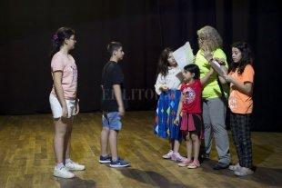 Muestra de los talleres de niñas, niños y adolescentes  - Taller de teatro para niñas y niños, a cargo de Marisa Oroño.  -