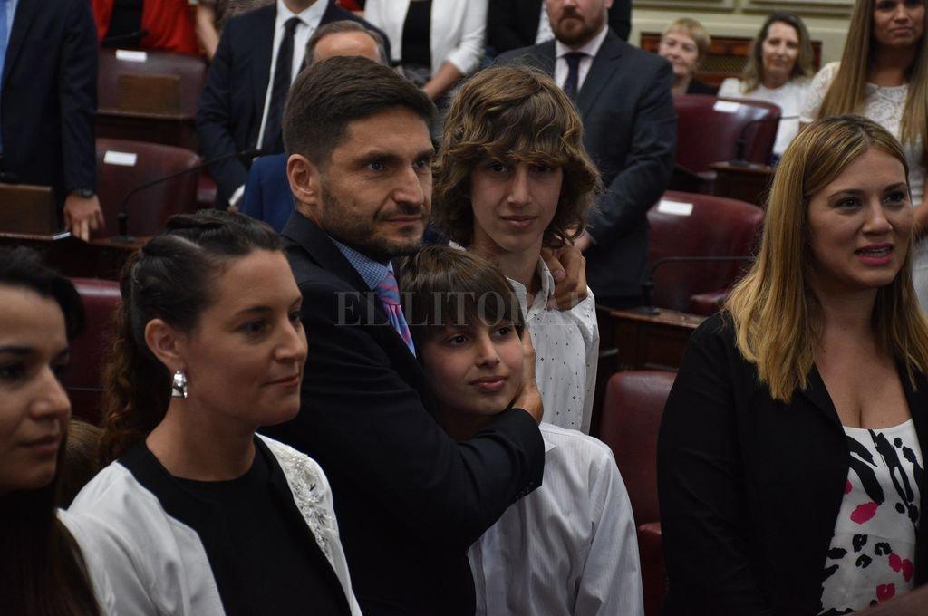 Maximiliano Pullaron se acercó a jurar junto a sus hijos. <strong>Foto:</strong> Guillermo Di Salvatore