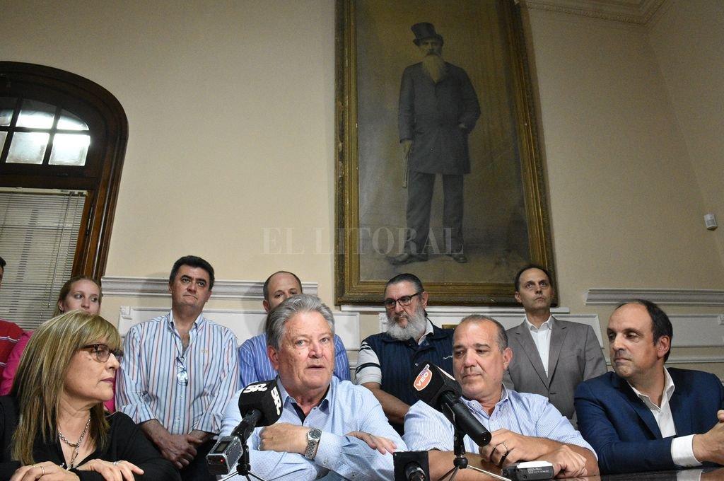 Los principales dirigentes de la UCR participaron de la asunción de Carlos Fascendini. <strong>Foto:</strong> Luis Cetraro