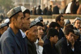 """China defendió los campos de concentración y afirmó que seguirá """"entrenando"""" a los musulmanes uigures"""