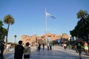 La Plaza de Mayo se prepara para otro día histórico: asume Alberto Fernández -  -