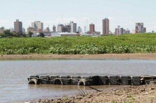Donaron un muelle flotante a los boteros de Alto Verde - Marina. Está en la bajada de los boteros, frente a los elevadores de granos del Puerto. -