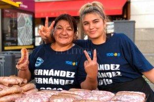 En fotos: el color de Plaza de Mayo con militantes y organizaciones sociales -  -