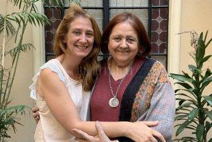 Cultura libre, pública y gratuita en el corazón de la ciudad de Santa Fe - La ministra Chiqui González y Huaira Basaber. -