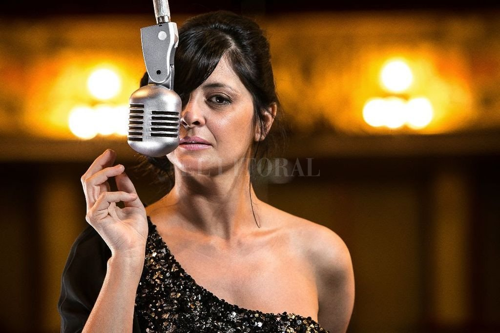 Andrea Eletti transita los sonidos del tango, con versiones de marcada expresividad.  <strong>Foto:</strong> Gentileza producción