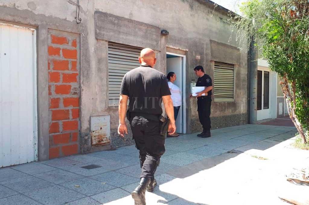 Agentes de la seccional 9na. entrevistaron a la esposa del fallecido <strong>Foto:</strong> Danilo Chiapello