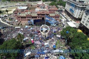 El Litoral con la gente en Plaza de Mayo -  -