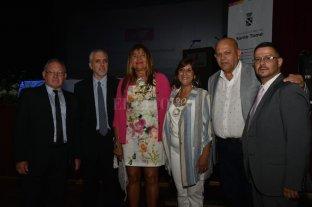 Daniela Qüesta empezó su segundo mandato - Gabinete. La intendenta Daniela Qüesta junto a sus cinco secretarios. Desde la izquierda: Daniel Sussman, Sergio Trevisani, Claudia Pascual, Ricardo Méndez y Martín Giménez. -