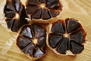 La ANMAT prohibió la comercialización de un ajo negro japonés -  -
