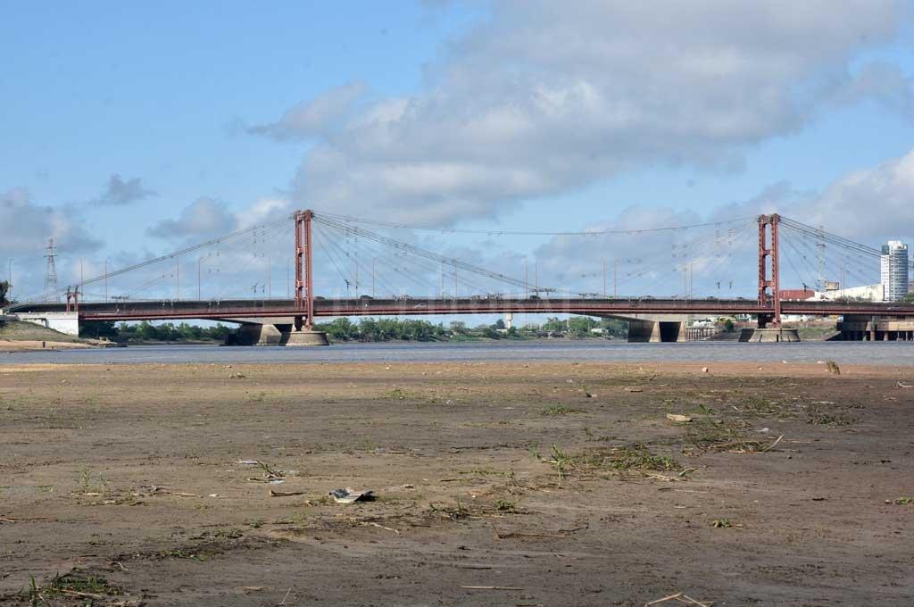 El río muestra por estos días su cara más flaca Crédito: Flavio Raina