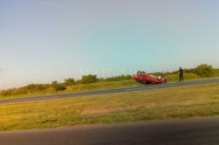 Choque y vuelco en la Autopista Santa Fe - Rosario -
