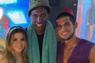 """Vélez hizo una fiesta de disfraces y Alexander Domínguez fue del """"Negro de WhatsApp"""""""