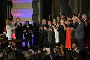 Omar Perotti le tomó juramento a sus ministros
