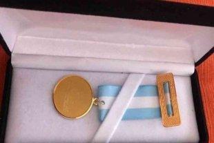 Gastaron 2 millones de pesos en medallas de oro para para despedir a legisladores