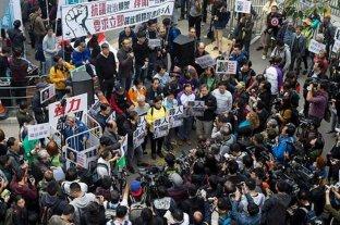 Miles de hongkoneses conmemoran medio año de protestas prodemocráticas
