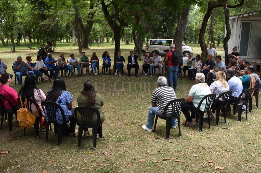 En su primera actividad de gobierno, Jatón se reunió con vecinales del norte - Primera acción. El intendente Emilio Jatón inició su mandato en diálogo con vecinos del norte de la ciudad. -