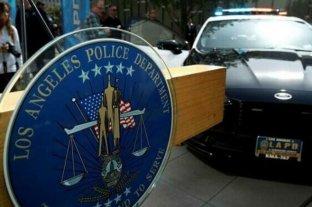 Arrestan a policía de Los Ángeles acusado de tocar los senos a una mujer muerta