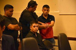 Imponen duras condenas por   el crimen de la Circunvalación  - El tribunal consideró autor a Fernández (sentado) y partícipe a Bergallo (de pié) por el homicidio de Carlos Alberto Farías y el de su hermano David en grado de tentativa.
