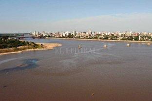 El río Paraná volvió a bajar y quedó a un centímetro de una marca histórica -  -