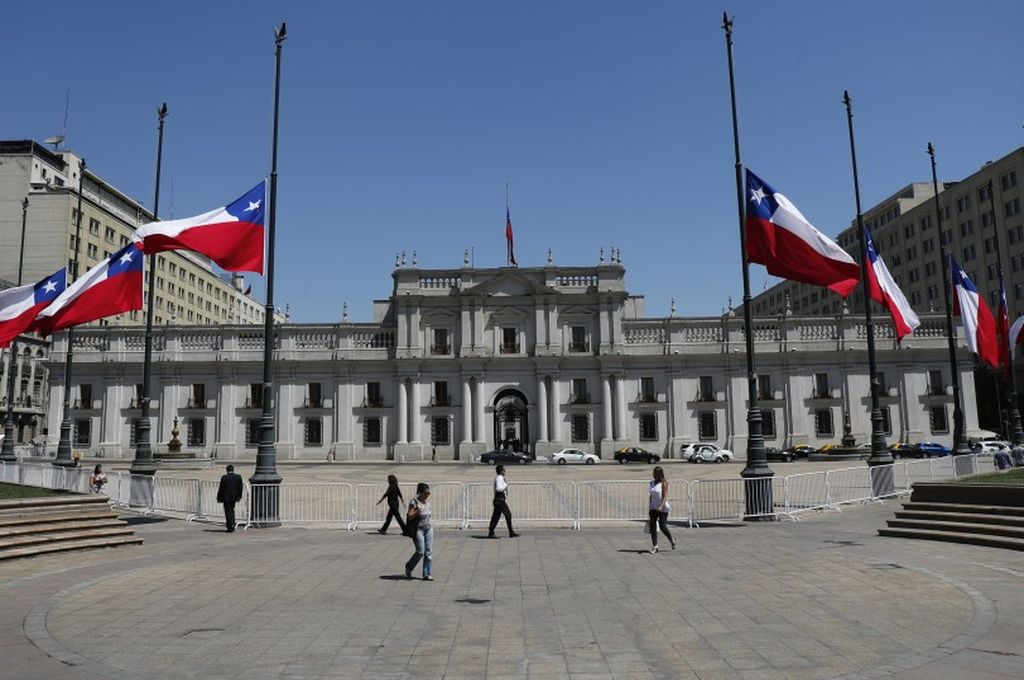 Decretan dos días de duelo nacional por la tragedia del avión militar chileno -  -
