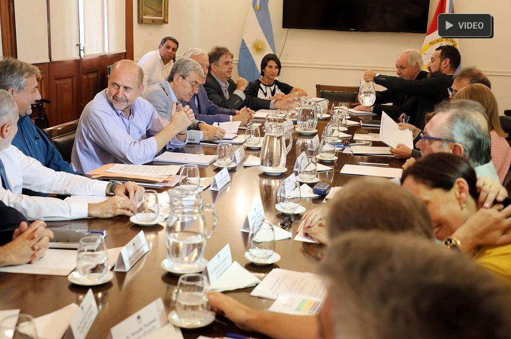 Primera reunión de gabinete  -  -