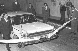 Tras cincuenta años, el Rambler Ambassador blanco volvió al Túnel Subfluvial -  -