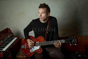 Más allá de las seis cuerdas - Exploraciones: conocido por su ductilidad en la guitarra, Comotto compone también desde otros instrumentos y programas de grabación. -