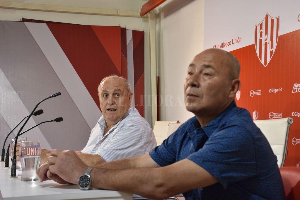 Presidente y síndico. Luis Spahn junto a Jorge Molina en una de las tantas presentaciones públicas que hizo Unión en los úlltimos tiempos. <strong>Foto:</strong> Manuel Fabatia