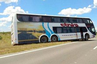 Un chofer ebrio que llevaba 40 jóvenes protagonizó un accidente