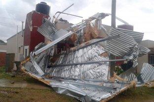 En Concordia se produjeron voladura de techos y caída de arboles  -  -