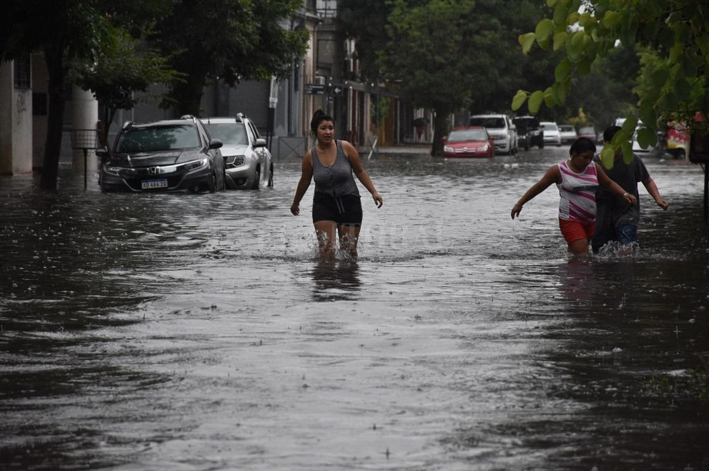 Lluvias extraordinarias: más de 200 mm. en 12 horas - Emergencia. Durante la tarde del sábado y la madrugada del domingo se vivieron las horas más críticas del temporal. -