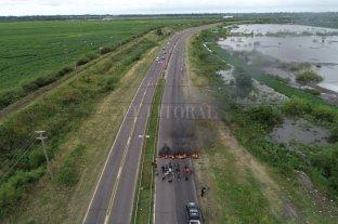 Tormenta en Santa Fe: vecinos cortan una mano de Circunvalación Oeste