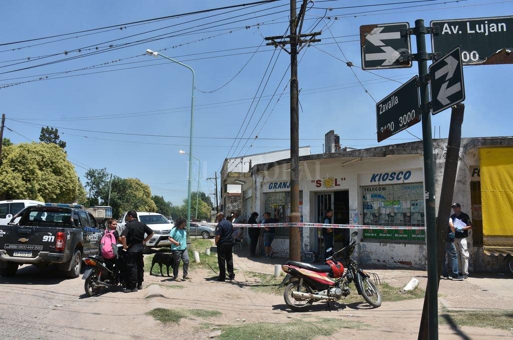 Tanto el comerciante como uno de los delincuentes terminaron con impactos de bala. Crédito: Flavio Raina