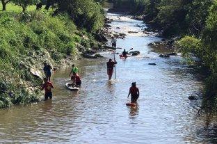 Continúa la búsqueda de la joven que cayó con su auto a un arroyo en Paraná