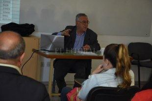 """El dilema de los docentes: ¿qué viene primero, la educación o la economía? - Carlos Cantero sostuvo que, si bien es """"difícil"""", de los educadores dependerá """"poder cambiar la gestión escolar para transformar la exclusión social"""". -"""