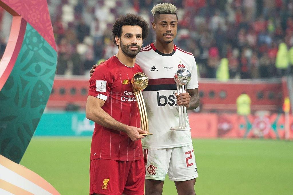Mohamed Salah y Bruno Henrique. <strong>Foto:</strong> Captura digital