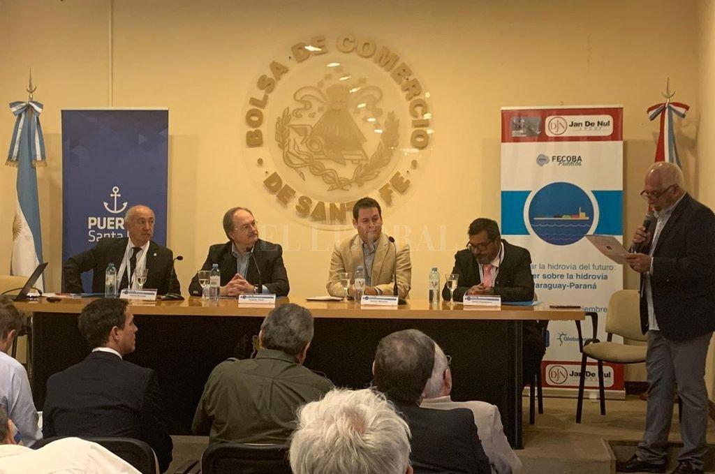 El encuentro fue abierto por autoridades de la Bolsa de Comercio (como entidad anfitriona), del Puerto y de Fecoba. Crédito: El Litoral