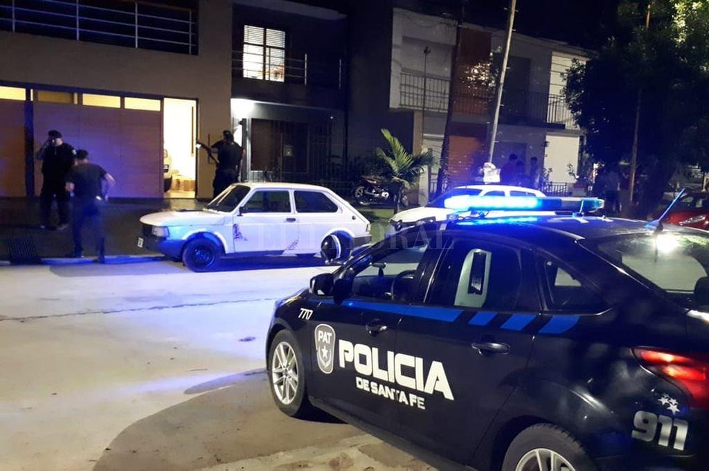 Ladrones y policías se enfrentaron a tiros dentro de la casa. Un agente fue herido en una pierna. Por suerte, su vida no corre peligro <strong>Foto:</strong> Danilo Chiapello