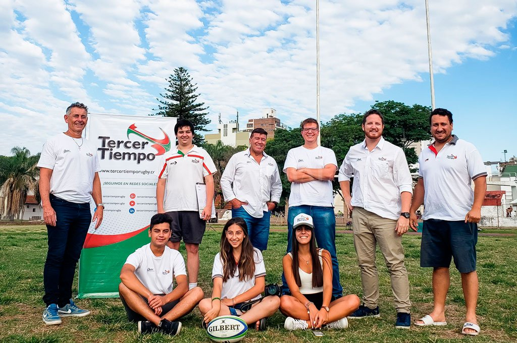 Los integrantes del Staff de Tercer Tiempo, en su hábitat natural: una cancha de rugby. <strong>Foto:</strong> Gentileza TT