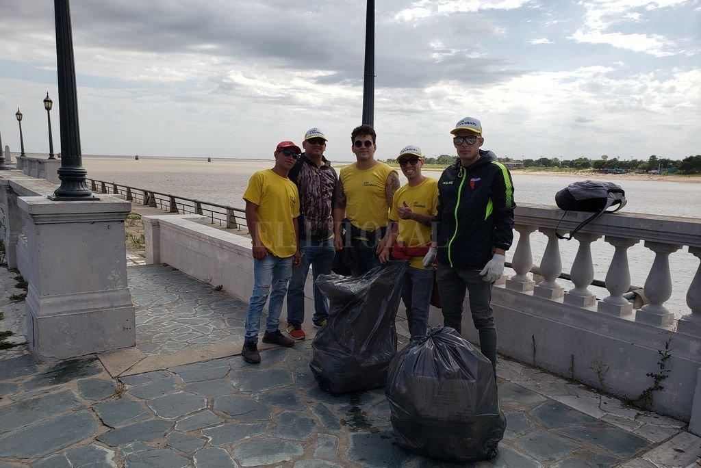 Una de las cuadrillas que trabajan en la costanera Crédito: El Litoral
